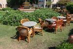 Столове от ратан голямо заведение