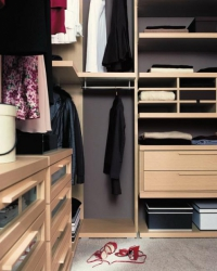 ъглова гардеробна стая