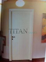 Интериорна врата, лакирана в бяло за мокри помещения