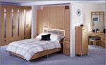 Дизайн на спалня за малки помещения - с вградени шкафове в таблата на леглото 85-2618
