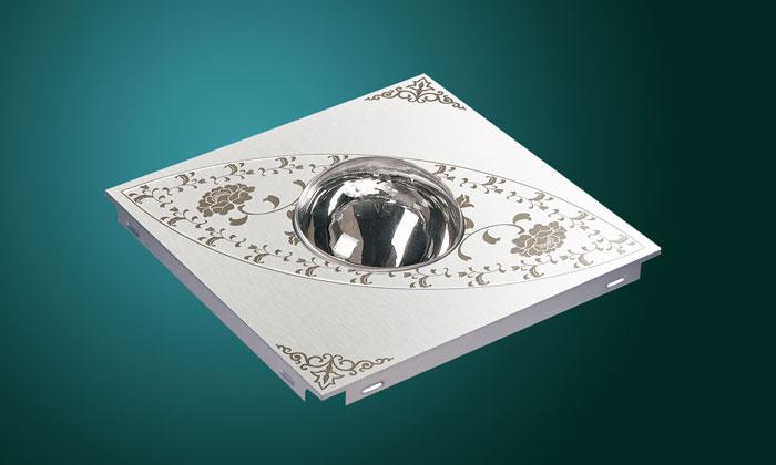Квадратен модул за окачени тавани със сферично осветително тяло и орнаменти