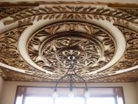 Дърворезба от орех на таван