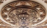Дърворезба на таван от дърво орех