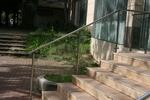 стълбищен парапет от инокс и стъкло