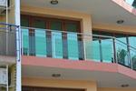 изработка на парапети за тераси от инокс и зелено стъкло