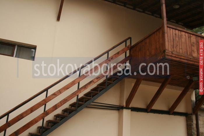 стълби от метал и дърво