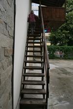 стълбище от дърво и метал